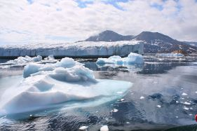 1024px-Greenland_Glaciers_outside_of_Ammassalik_(5562580093)
