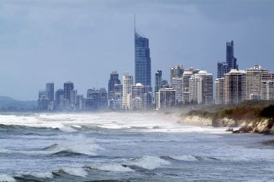 1280px-CSIRO_ScienceImage_10801_Coastal_development_at_Surfers_Paradise